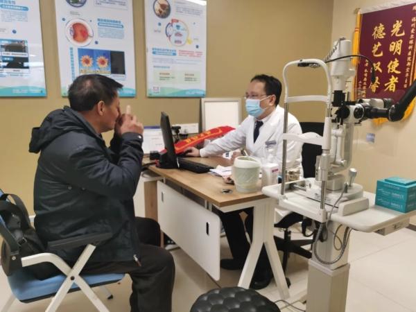 福州爱尔眼科医院专家解说飞蚊症的预防与治疗