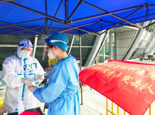 """""""医生姐姐辛苦了!""""福州爱尔眼科医院95后青年突击队在""""疫""""线"""